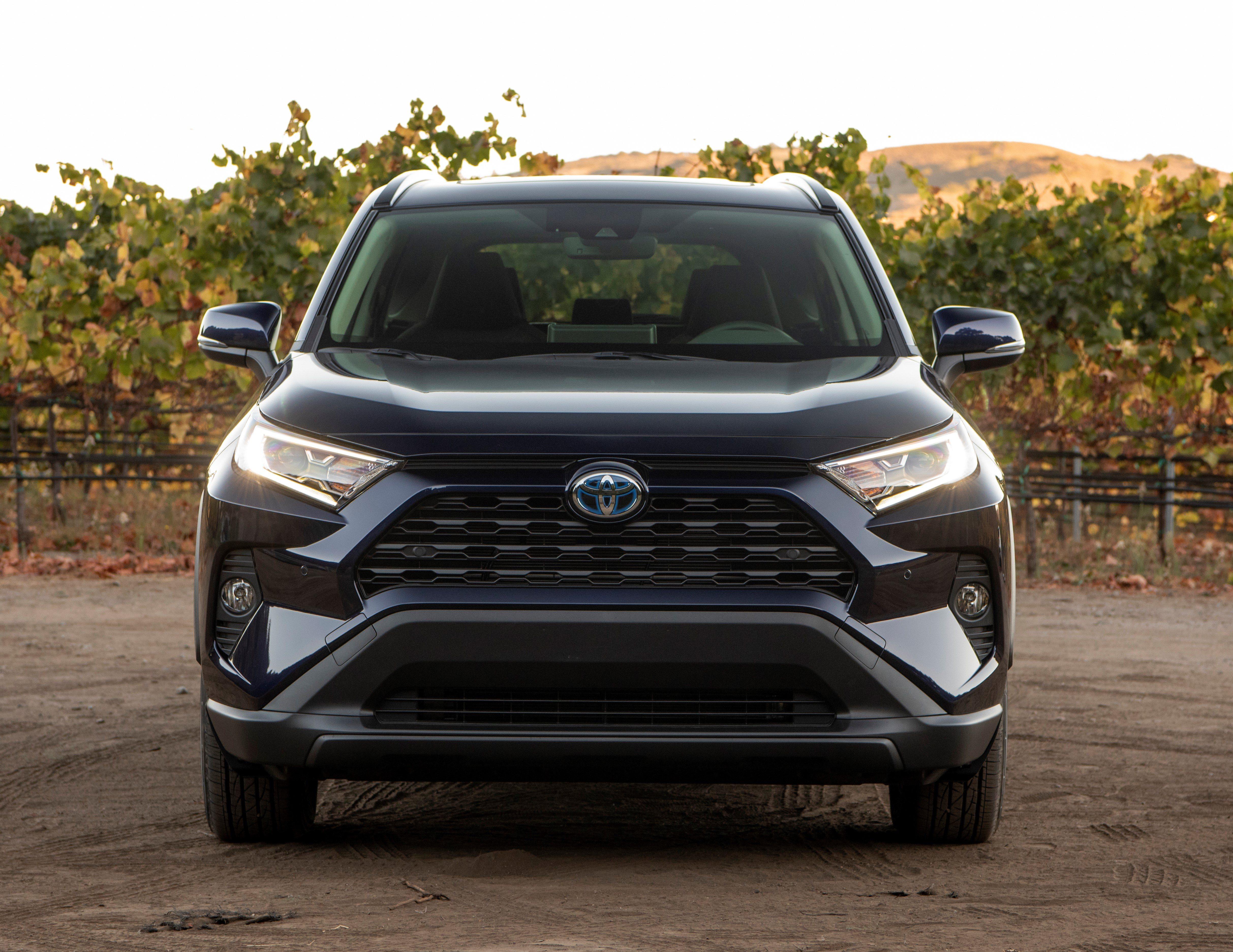 2019 Toyota RAV XLE Hybrid